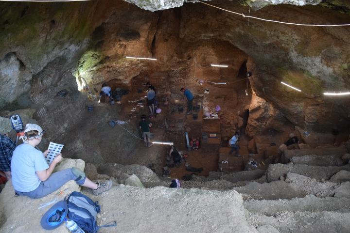 Раскопки в пещере Лапа-ду-Пикарейру (Jonathan Haws/University of Louisville)