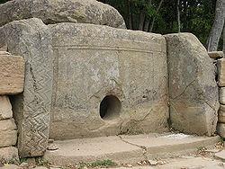 250px-dolmen_russia_kavkaz_jane_2