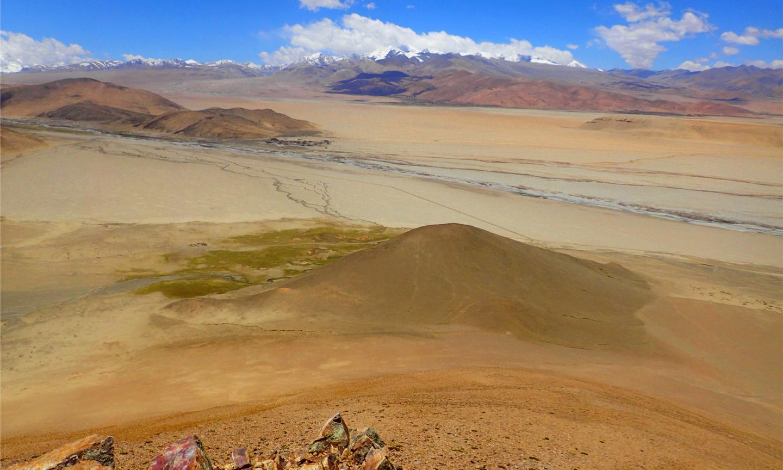 Ландшафт в месте раскопок Су-ре, Тибетское нагорье. Credit: Luke Gliganic