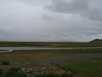 Река Тамир, в бассейне которой находится захоронение хунну. Фото: https://rutraveller.ru/place/67101?tab=dc