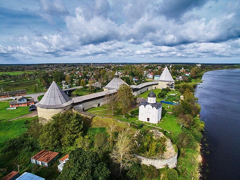 Крепость Старая Ладога (источник фото - Википедия).