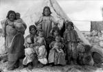 Жизнь инуитов. Начало ХХ века. Фото Джеральдин Муди – первой женщины, ставшей профессиональным фотографом в Западной Канаде. (источник https://mi3ch.livejournal.com/3671983.html)