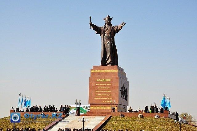 Монумент  Байдибек бия - потомка Майкы бия, общего предка шести уйсунских родов.