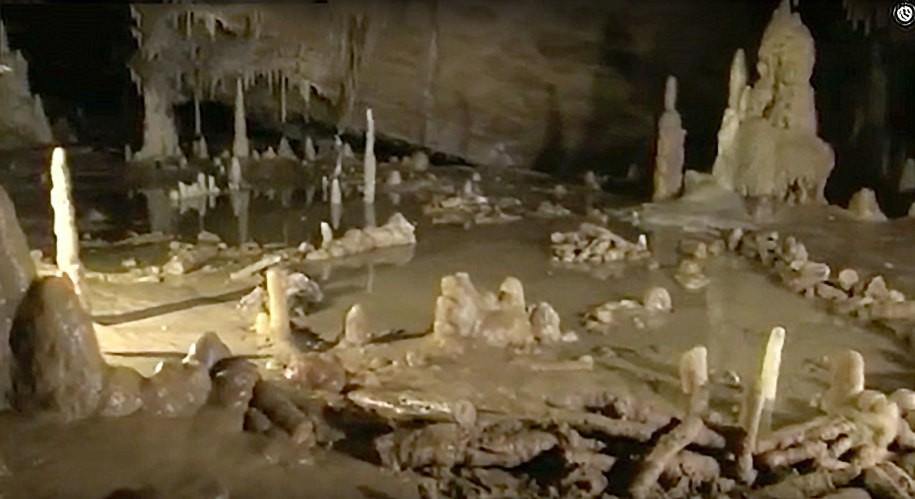 Вид большого кольца в пещере Брюникель (фото É. Fabre, SSAC).