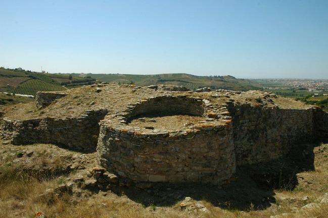 Кастру-ду-Замбужаль, археологический памятник бронзового века в Португалии.