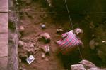 Раскопка двойного захоронения в пещере Шум Лака с останками двух мальчиков, живших около 8000 лет назад (Photo by Isabelle Ribot, January 1994).