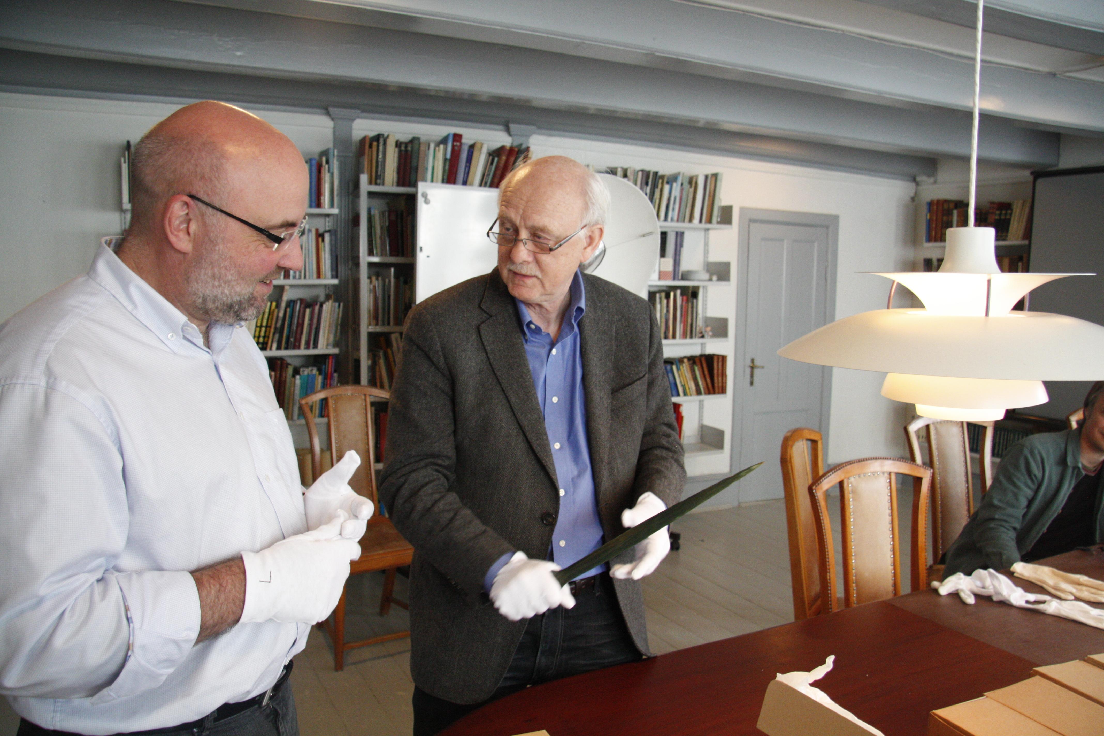 К. Кристиансен с мечом в норвежском музее Thisted. В этом музее хранится самая большая коллекция мечей.