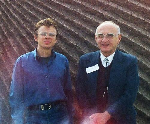 Т.В.Гамкрелидзе (справа) и С.В.Конча