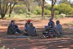 Профессор Виллерслев с австралийскими аборигенами. Credit: Preben Hjort, Magus Film.