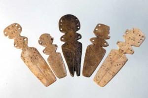 Muzeul-Civilizatiei-Gumelnita-Figurine-din-os-Cultura-Gumelnita