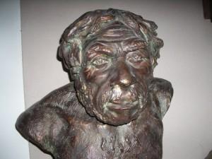 Неандерталец из грота Ля Шапель-о-Сен,  реконструкция М.М.Герасимова