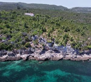 Береговые пещеры в Фигейра Брава (фото из статьи J. Zilhão et al. , 2020)