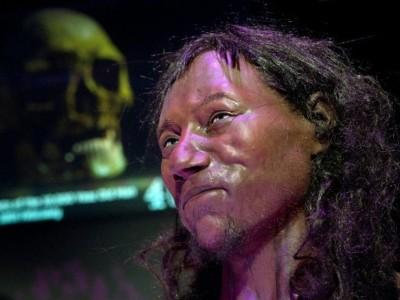 Реконструкция Чеддерского человека, фото Natural History museum.