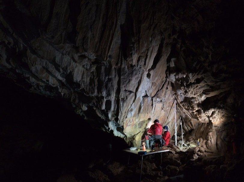 Реставраторы за работой в Каповой пещере Институт археологии РАН