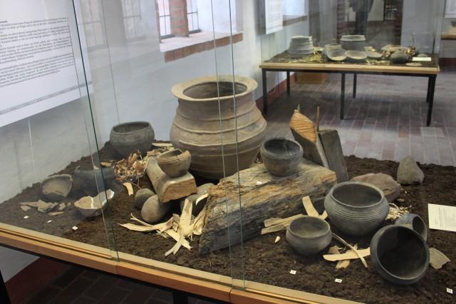 Керамика типа «Фрезендорф» (IХ- XI вв.), распространенная на южном побережье Балтики. Из коллекции исторического музея в Штральзунде (http://nap1000.livejournal.com)