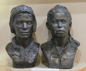 Подростки из двойного захоронения со стоянки Сунгирь, реконструкции  Г.В.Лебединской и Т.С.Сурниной.