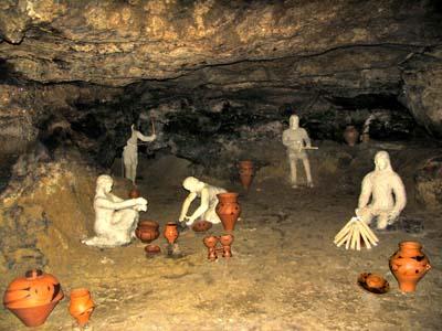 Пещера Вертеба, реконструкция образа жизни людей трипольской культуры.